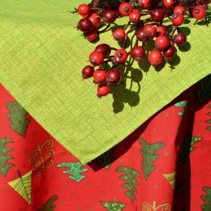 Karácsonyi abrosz piros - fenyő mintás kivivel