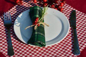 Zöld kockás textil szalvéta bordó kockás alapon
