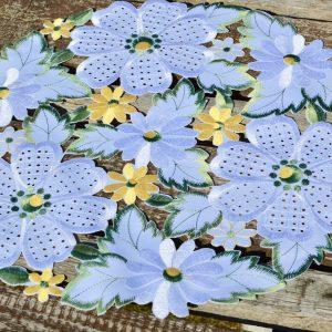 Kis terítő - hófehér virágos 40 cm
