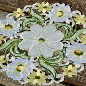 Kis terítő - krémszínű virágos 30cm kör