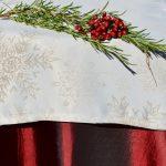 Bordó karácsonyi terítő - hópelyhes lurex futóval