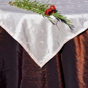 Barna karácsonyi terítő - púderrózsaszín középpel