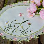 Hímzett kis terítő - Fanni virágai
