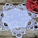 Hófehér kis terítő - csipkés álom (28 cm)