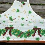 Karácsonyi kötény - girlandos mintával