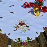 Karácsonyi asztalterítő fehér - hímzett bordó gyertyás