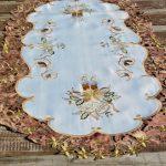 Karácsonyi asztalközép - barna riselt szegéllyel (120x60)