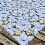 Asztalközép terítő - hófehér virágos 85x85cm
