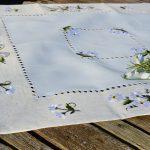 Hímzett kis terítő - kamillavirágos (45x30