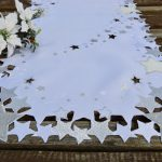 Fehér ezüst terítő - riselt csillagos 110x40 cm I.